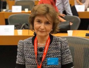 Наталия Нарочницкая принимает поздравления